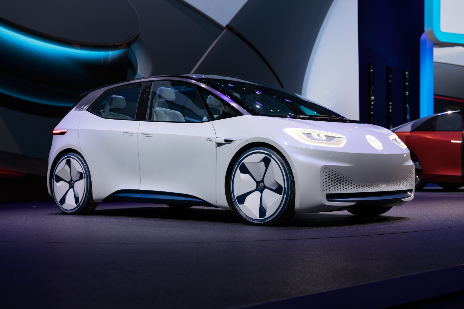 Volkswagen_Press_Conference,_GIMS_2018,_Le_Grand-Saconnex_(1X7A9938).jpg